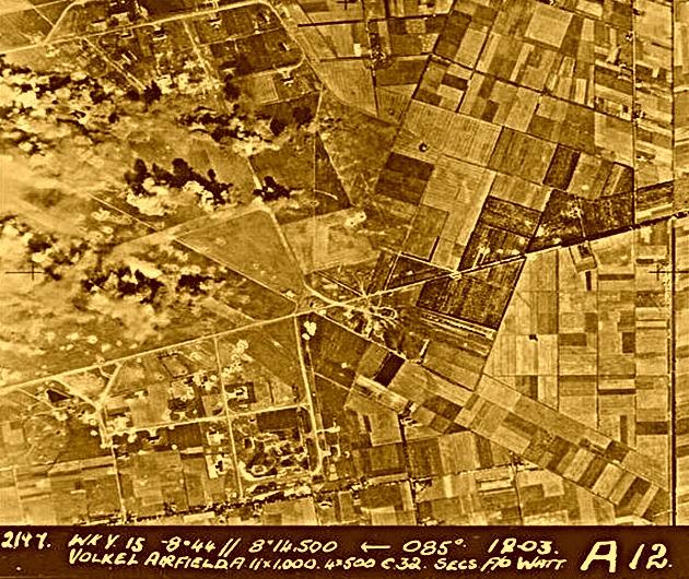 Volkel 1945 platgegooid door de geallieerden